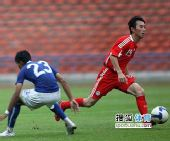图文:[热身]国足0-0马来西亚 杨昊精彩突破