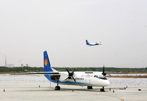 """2009年7月2日至8日,幸福航空""""新舟""""60型客机在进行飞行训练"""