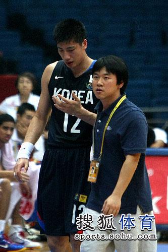 亚锦赛韩国VS菲律宾 韩国队员受伤