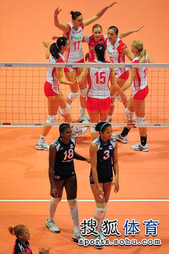 波兰女排庆祝胜利