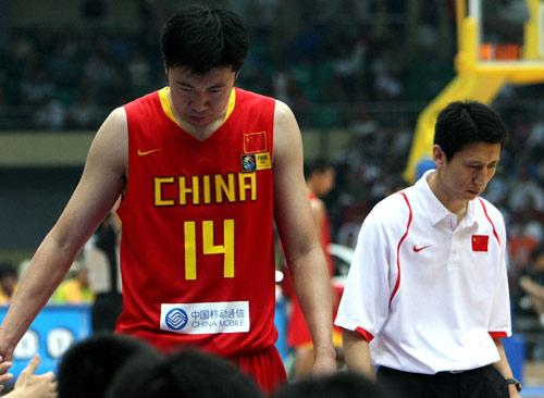 图文:决赛现场成红色海洋 为中国加油