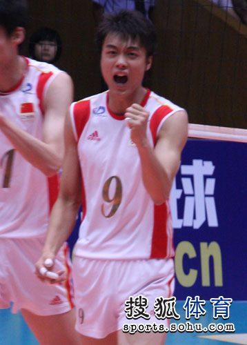 图文:中国男排3-1澳大利亚 焦帅振臂高呼