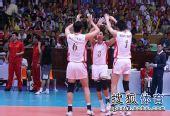 图文:中国男排3-1澳大利亚 男排队员庆祝