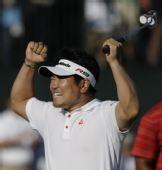 图文:梁荣银获PGA锦标赛冠军 斩获冠军