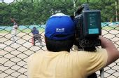 图文:亚洲棒球邀请赛 记者关注比赛