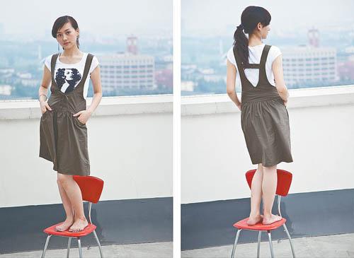 刘仁艳在天台上拍摄的时装照