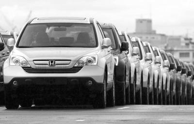 出口增长拉动日本经济第二季度增长0.9%。其中,汽车与电子产品出口增长了6.3%。