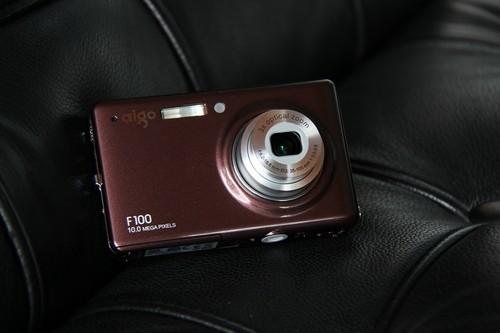 时尚多彩全景拍摄 爱国者卡片机F100评测
