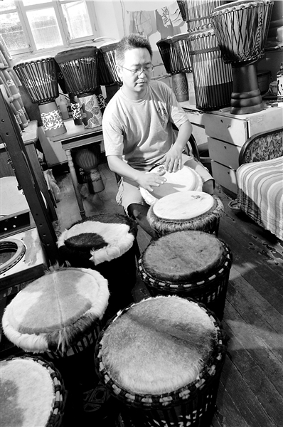 架子鼓手玩非洲鼓 首次做5张皮做成一面鼓(图)