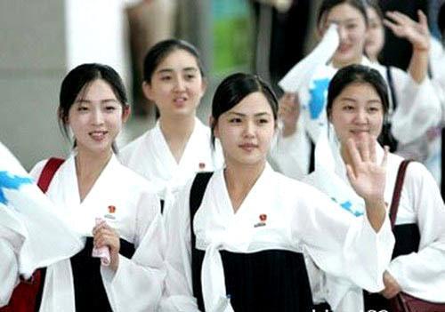朝鲜身穿韩服的女学生