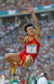 图文:男子跳远资格赛赛况 李金哲在比赛中