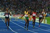 图文:世锦赛女子400米栏决赛 沃尔克撞线瞬间