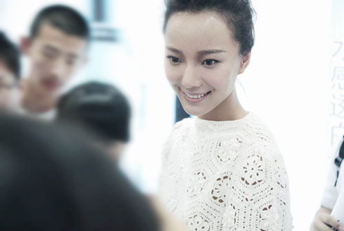 王珞丹甜美笑容