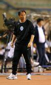 图文:[中超]大连0-0广州 沈祥福指挥
