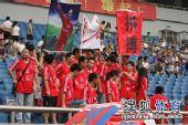 图文:[中超]重庆0-6天津 球迷支持金尼