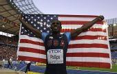 图文:世锦赛男子跳远决赛 展开美国国旗庆祝