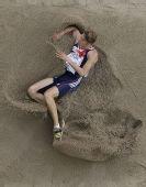 图文:世锦赛男子跳远决赛 英国选手落地瞬间