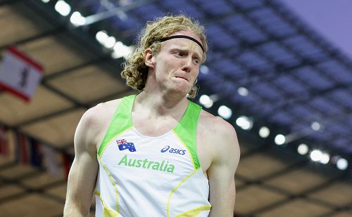 图文:世锦赛男子撑竿跳高决赛 胡克抑制情绪