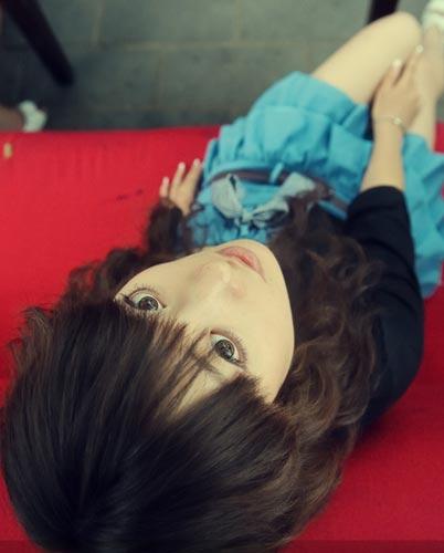 图文:台球宝贝琳琳写真 眼睛闪亮动人