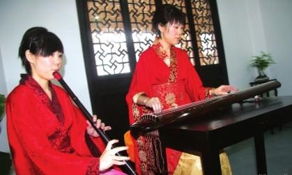 学员学习琴艺