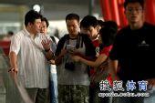 图文:中国女排抵达北京 蔡斌侃侃而谈