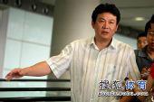 图文:中国女排抵达北京 蔡斌若有所思