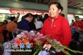 图文:中国田径队凯旋抵京 笑容略带倦意