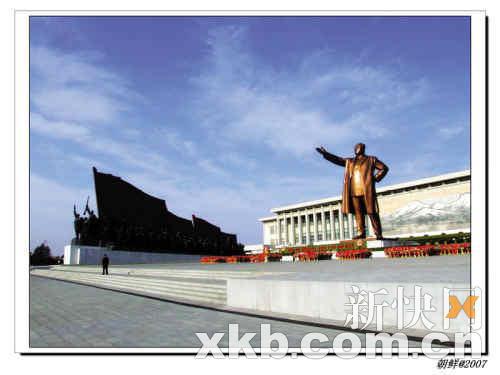 平壤万寿台广场的金日成大铜像。