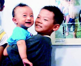 台湾12岁抗癌单脚小勇士 围棋英文游泳样样通