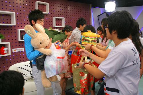 图:《一起来看流星雨》 主演做客搜狐―― 9