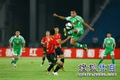 图文:[中超]北京2-2成都 马丁内斯停球