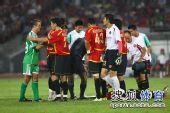 图文:[中超]北京2-2成都 大格与继海