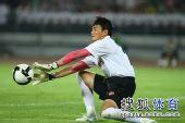图文:[中超]北京2-2成都 成都门将扑出威胁球