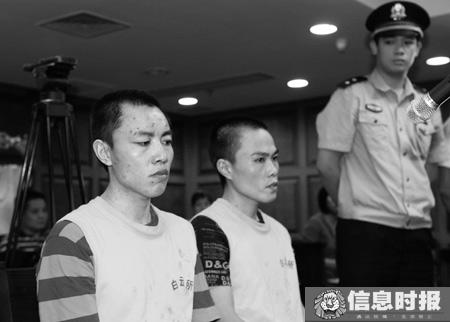 张氏兄弟法庭上数度流泪,希望能获判缓刑,回家照顾母亲。信息时报记者 闫晓光 摄