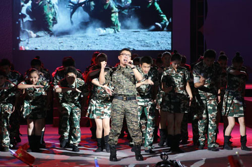 庞龙演唱会唱热洛阳 歌曲很励志场面很火爆