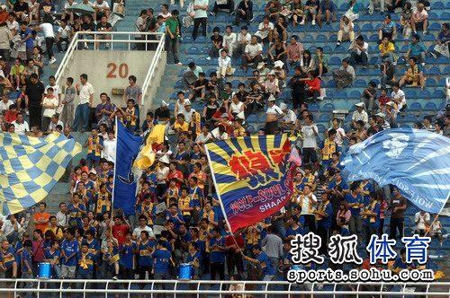 图文:[中超]陕西0-1长春 火爆的西安球市