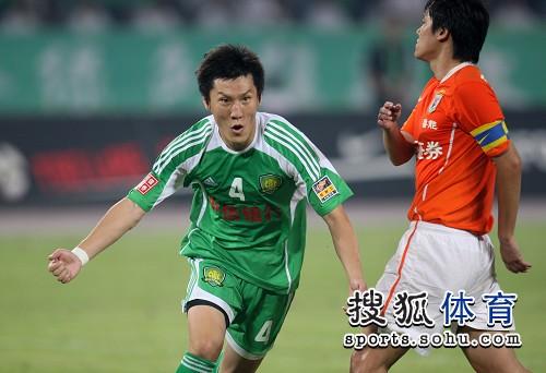 图文:[中超]北京1-1山东 周挺打入点球