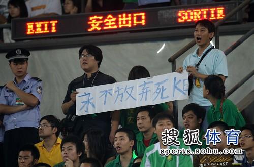 图文:[中超]北京1-1山东 永不放弃死磕