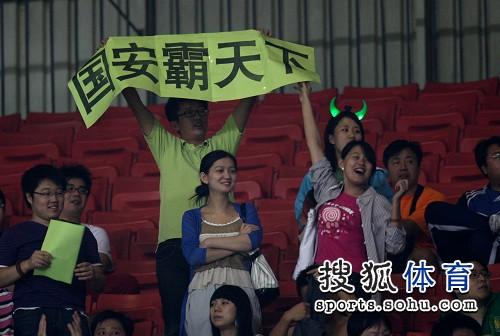 图文:[中超]北京1-1山东 雄霸天下