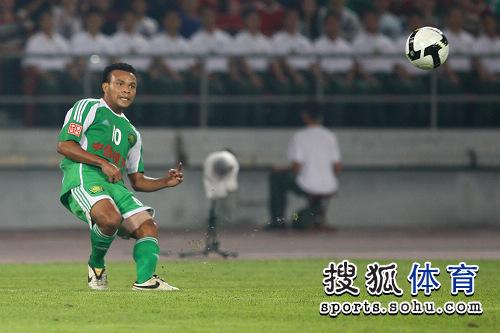 图文:[中超]北京1-1山东 马丁送出妙传