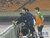 图文:[中超]杭州2-1大连 替补摩拳擦掌