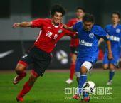 图文:[中超]长沙0-3河南 刘建业狂奔