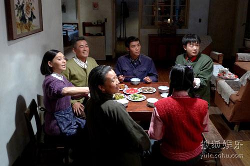 图:电视剧《爸妈都是老党员》剧照―― 72
