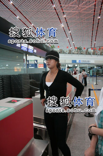 图文:韩端结束留美返回北京 办理手续