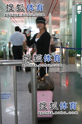 图文:韩端结束留美返回北京 挥手作别