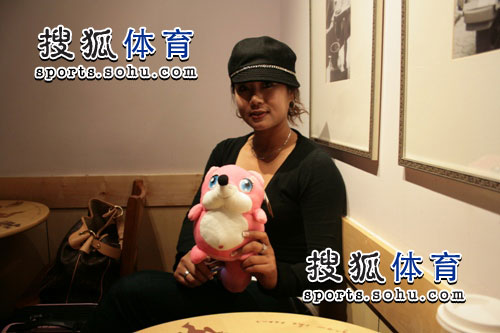 图文:韩端结束留美返回北京 非常淑女