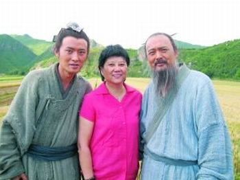 周润发与《孔子》导演胡玫(中)、任泉(左)在一起合影
