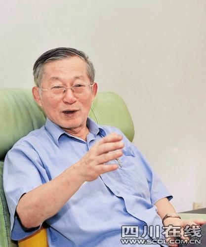 陈元范向记者讲述当年设计经过