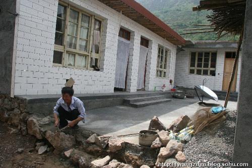 比较理想的新居就是这样的,主人是姜家山一户老共产党员,在抗震救灾中冲在一线。王子恢摄