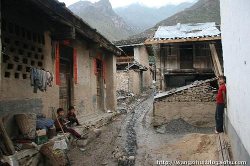 临江镇的旧民居,地震前,大多数居民的老房子,都是这样的光景。王子恢摄